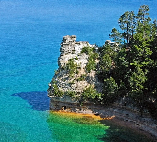 661px-Miners_Castle,_Pictured_Rocks_National_Lakeshore