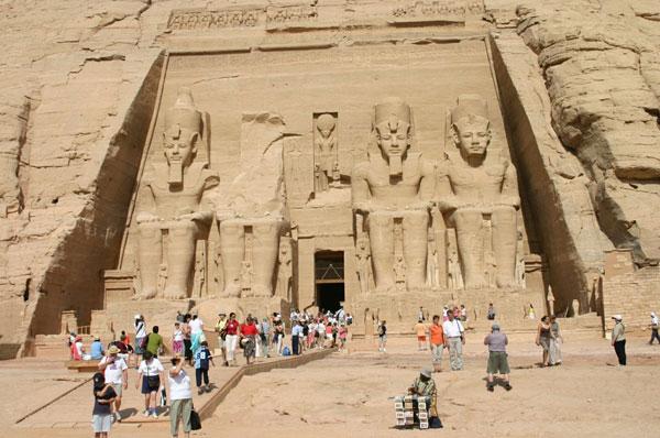 S_F-E-CAMERON_EGYPT_2005_APR_00361