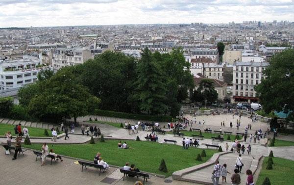 Сколько туристов облапошили на этой парижской лестнице? Бог весть…