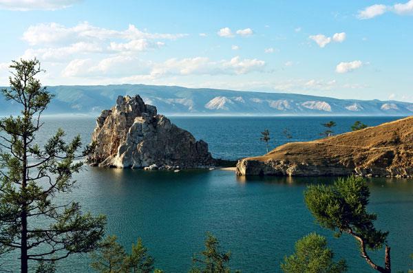 Озеро Байкал – одно из самых популярных направлений внутреннего туризма в России